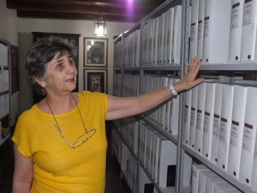 Librarian Sandra Maia at Miguel Arraes Institute